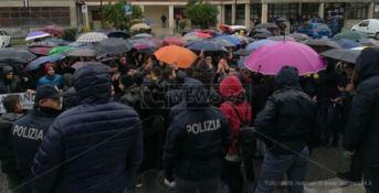 Lamezia, in centinaia in strada per dire no alla chiusura degli impianti sportivi