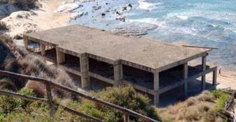 Quel cemento selvaggio che distrugge le coste calabresi