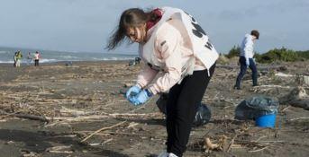Contro il nuovo killer dei mari, parte il tour del Wwf Spiagge plastic free