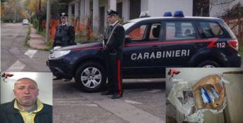 Fuochi d'artificio, munizioni e caricatori ritrovati in un garage a Cardinale, arrestato 54enne