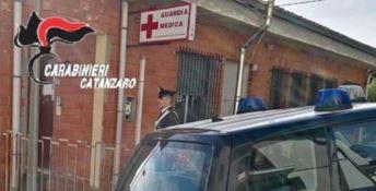 Catanzaro, guardia medica si rifiuta di visitare un bambino: scatta la denuncia
