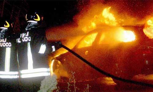 Incendio auto, foto di repertorio