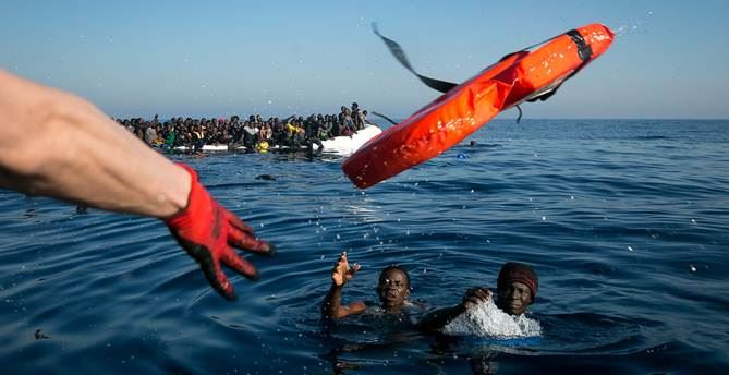 Migranti soccorsi in mare