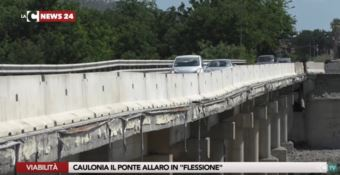 Caulonia, palloncini ed elio per il ponte Allaro