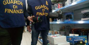 Contraffazione, mille prodotti sequestrati dalla Guardia di finanza