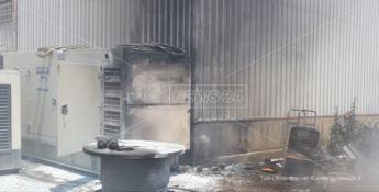 Incendio in un capannone a Cropani, ingenti i danni