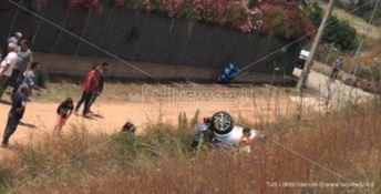 Auto esce di strada sulla Jonio-Tirreno, donna in gravi condizioni