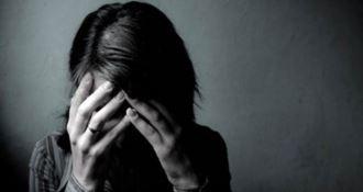 Picchia e perseguita una minorenne: stalker in manette