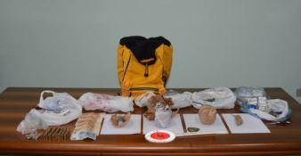 Anziana denunciata: deteneva droga, armi ed esplosivi