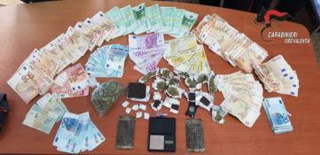 In auto smistavano la droga e in casa occultavano i guadagni: due arresti nel Vibonese