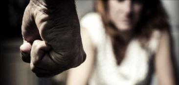 Botte alla convivente e lanciarazzi illegale, arrestato artista di un circo