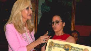 La consegna del premio a Denise Sapia
