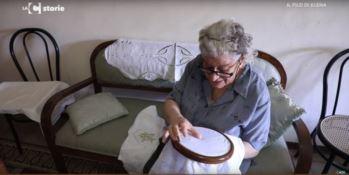 La memoria, la tradizione e l'arte del ricamo nel Filo di Elena - VIDEO