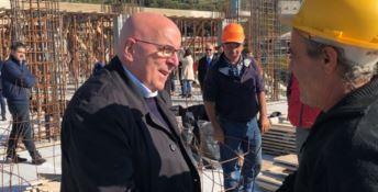 Oliverio durante una ricognizione nei cantieri del programma Scuole sicure