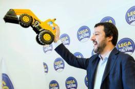 Salvini sul blitz a Scordovillo: «Razzisti anche giudici e carabinieri?»