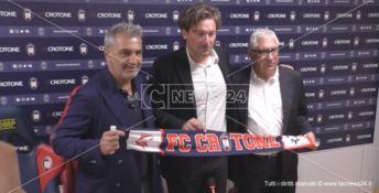 da sinistra: il presidente del Crotone Gianni Vrenna, il neo allenatore Giovanni Stroppa, e il ds Beppe Ursino