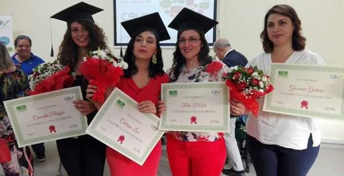 Le ragazze laureate all'Università del Volontariato