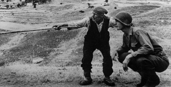 La celebre foto di Frank Capa, immagine simbolo dell'avanzata delle truppe Usa nel Meridione