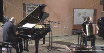 La magia del tango suonata da Geoff Westley nel centro storico di Crotone