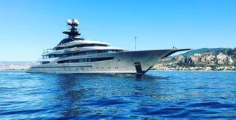 Un mega yacht da 112 milioni di euro nel porto di Roccella Jonica