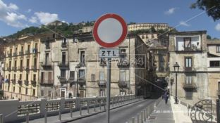 Ztl nel centro storico di Cosenza, se ne riparlerà dopo l'abbattimento del Jolly?