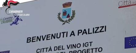Anche il business dell'accoglienza dei migranti tra gli affari illeciti del sindaco di Palizzi