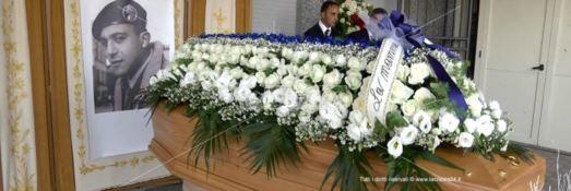 I funerali di Matteo Vinci dopo l'autobomba. Due madri e un unico grande dolore