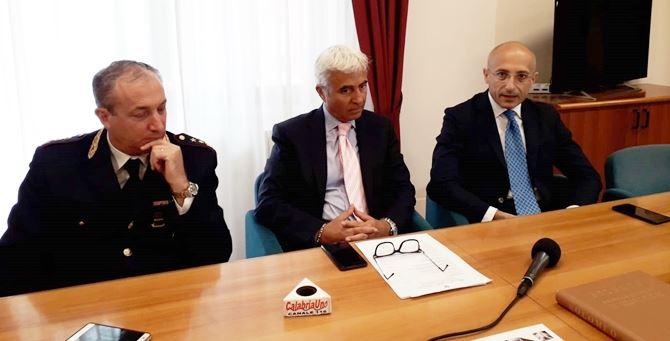 da sinistra: il capo di gabinetto Ugo Nicoletti, il questore Massimo Gambino, e il neo vice questore vicario Paolo Iodice