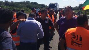 Lavoratori senza stipendio bloccano la Statale 106