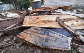 Bare abbandonate, residenti chiusi in casa per il tanfo