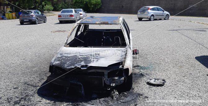 L'auto bruciata