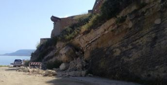 Il blocco di arenaria staccatosi a Pizzo
