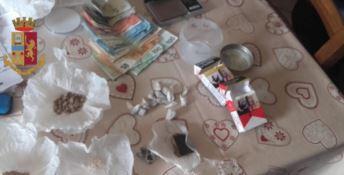 Crotone, droga nell'imbottitura delle sedie di casa: arrestato