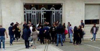 Reclamano i biglietti gratis della giostra, singolare protesta a Crotone
