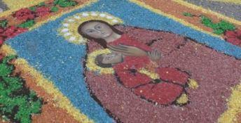 Crotone in fiore, i ragazzi omaggiano la Madonna di Capocolonna - VIDEO