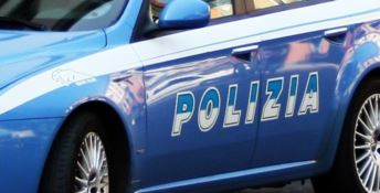 Lamezia, polizia rinviene un ordigno, droga e munizioni