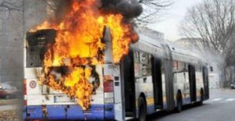 In fiamme nove autobus dell'azienda Perrone nel Cosentino