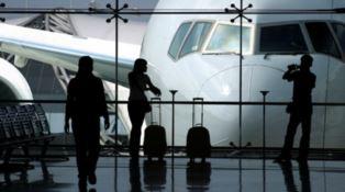 Aeroportuali, la Uil firma l'intesa sulla cig senza anticipazione e gli altri si arrabbiano