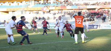 SERIE C | Cosenza-Catanzaro, derby di Calabria tra numeri ed ex
