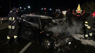 Lamezia, auto si incendia dopo incidente: grave anziano