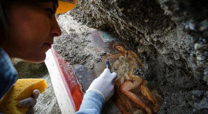 Pompei, la scoperta dell'affresco