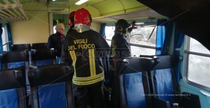 Il treno colpito da una tromba d'aria
