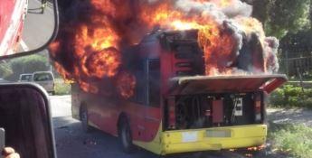 In fiamme un autobus a Catanzaro