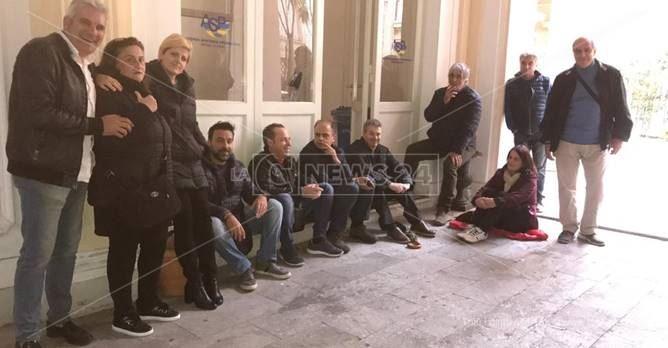 I dipendenti delle strutture psichiatriche hanno occupato l'Asp di Reggio Calabria