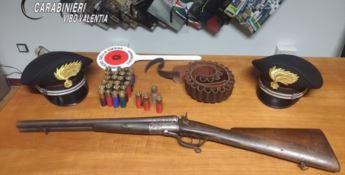 Il fucile e le munizioni rinvenute