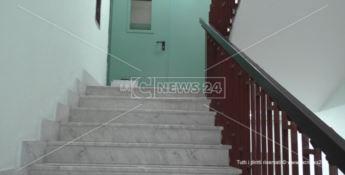 Tragedia all'ospedale di Praia, paziente scivola sulle scale e muore