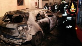 Auto in fiamme a Squillace