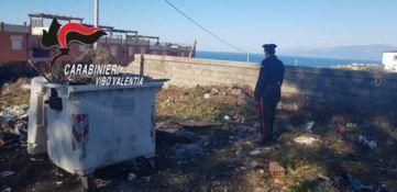 Sorpresi a bruciare rifiuti, denunciati sette operatori ecologici a Pizzo
