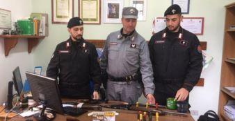 Le armi sequestrate dai carabinieri forestale del reparto Parco Nazionale della Sila