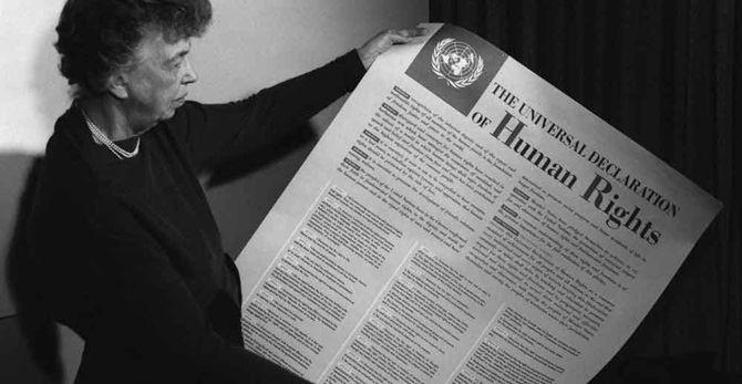 Eleanor Roosevelt presenta la dichiarazione universale dei diritti umani